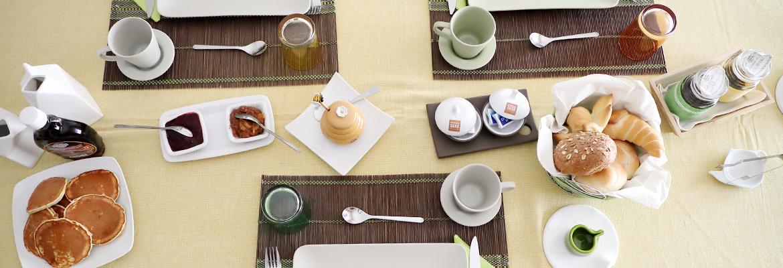 Tavola imbandita per colazione - B&B Le Stanze di Patika